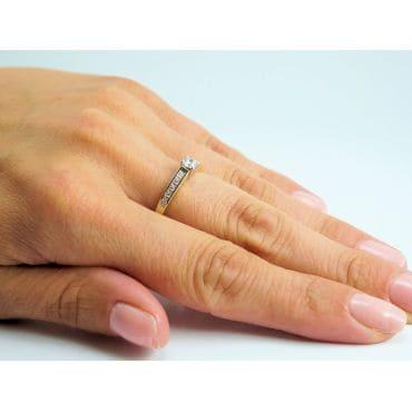 Złoty pierścionek z cyrkonią serduszko