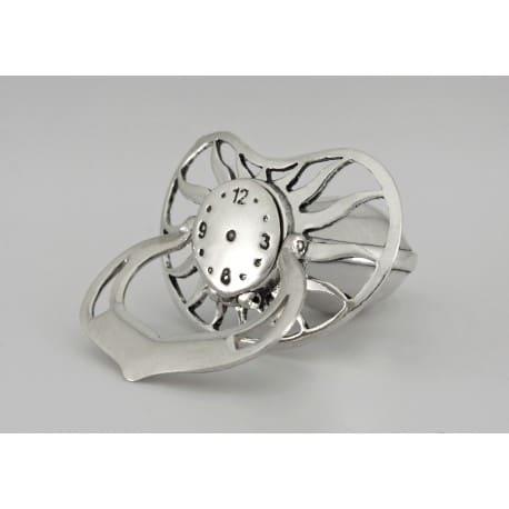 Srebrny smoczek z zegarem